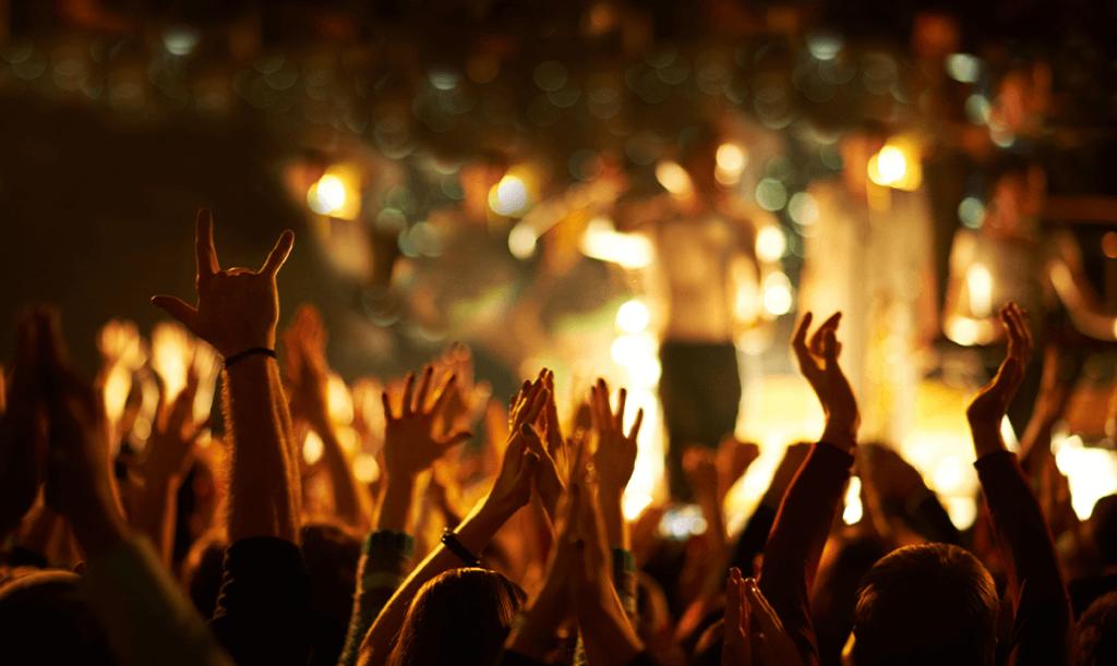 Blog Unternehmensanreize Konzert Menschenmasse