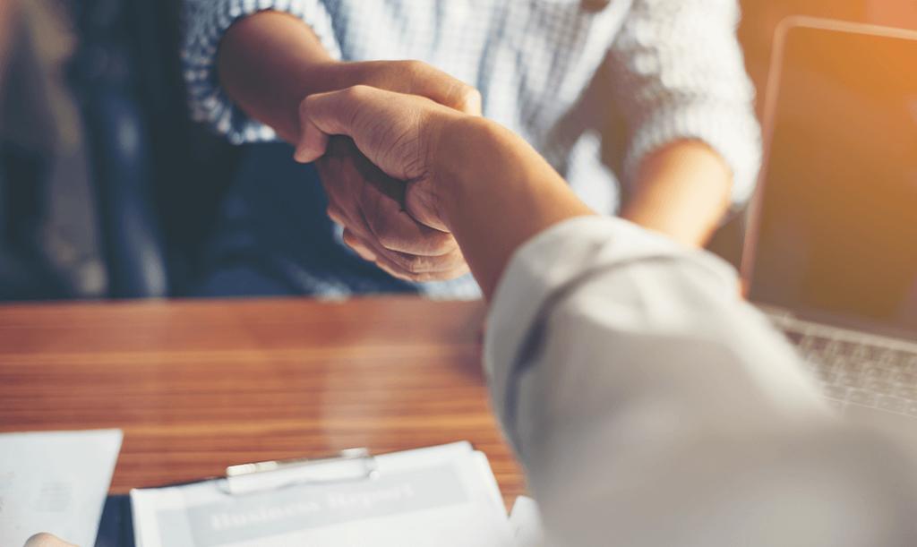 Blog Unternehmensanreize Onboarding Hand